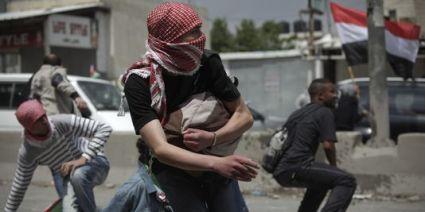 1522363_3_34ac_des-palestiniens-s-abritent-de-tirs-de-l-armee